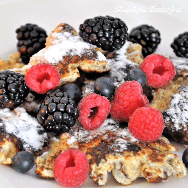 Low Carb Kaiserschmarrn kann man als Hauptgericht oder als Dessert genießen. Mit seinen gesunden und nahrhaften Zutaten ist er perfekt für alle geeignet, die sich Low Carb ernähren.