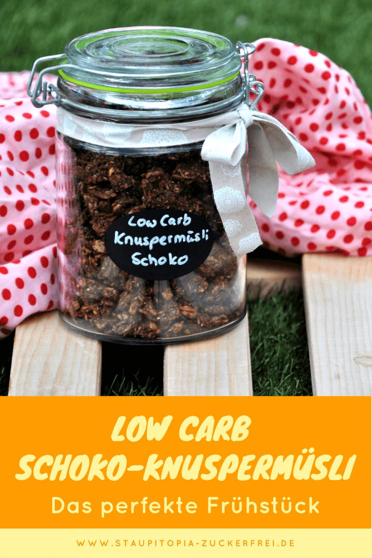 Mit diesem schokoladigen Low Carb Knuspermüsli bringst du Abwechslung in dein Low Carb Frühstück!