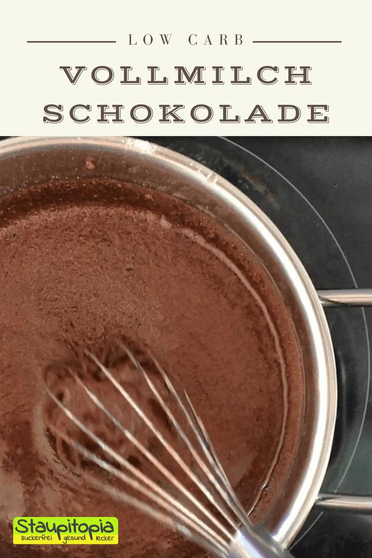 Mit diesem Rezept kannst du Schokolade ohne Zucker selber machen - und zwar ganz einfach!Aber was bedeutet einfach? Einfach bedeutet, dass du für die zuckerfreie Schokolade tatsächlich nicht mehr als 4 Zutaten in der richtigen Menge benötigst, die du natürlich in diesem Low Carb Schokoladen Rezept erfährst. Hast du alle Zutaten einmal miteinander vermischt, suchst du dir lediglich eine Schokoladenform deiner Wahl aus und genießt, nach dem fest werden, selbstgemachte Erythrit Schokolade ganz ohne Zucker!