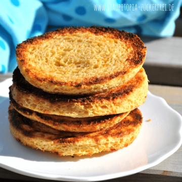 Weniger als 5 Minuten zubereiten, weniger als 5 Minuten backen: Diese Low Carb Hüttenkäse-Toasties sind nicht nur besonders schnell zubereitet, sondern einfach nur lecker, gesund und genau das richtige für ein köstliches Low Carb Frühstück oder auch Low Carb Abendessen. Nimm dir die 5 Minuten und teste die Low Carb Toasties direkt aus!