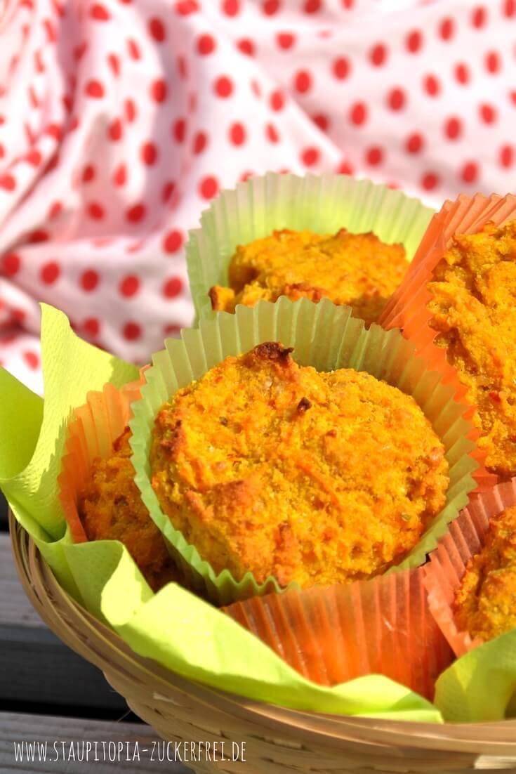 Diese köstlichen Low Carb Frühstücksmuffins mit Kürbis und Frischkäse sind ein tolles Frühstück für unterwegs. Sie lassen sich gut vorbereiten, sind sättigend und eignen sich hervorragend zum Mitnehmen. Hol dir jetzt das Rezept auf www.staupitopia-zuckerfrei.de #lowcarbfrühstück #lowcarbmuffins #kürbisrezepte #hokkaido #muffins #staupitopia #kürbis #frischkäse