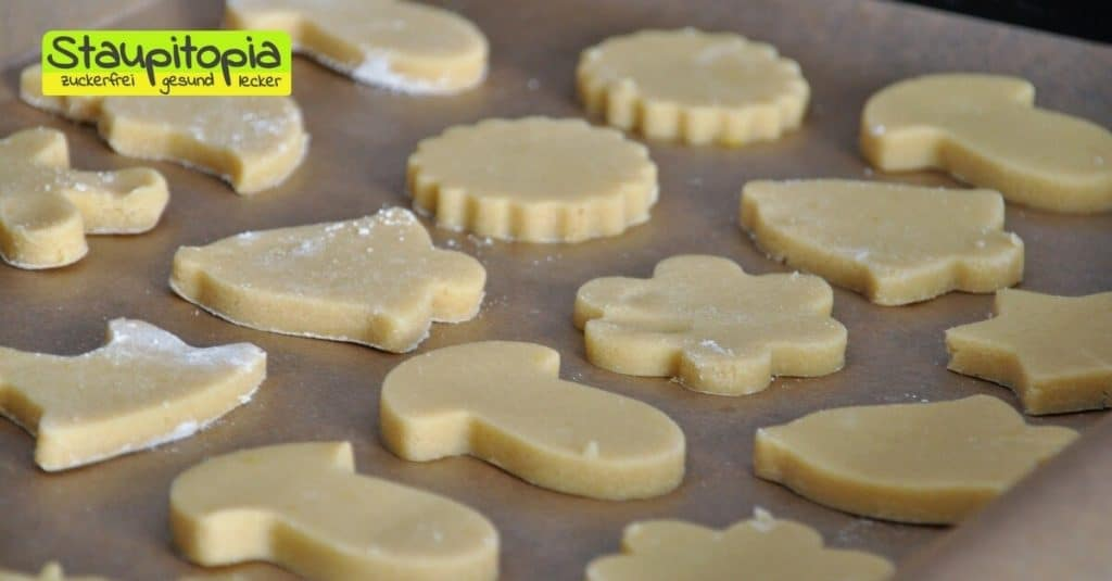 Diese Low Carb Plätzchen werden mit Mandelmehl und Erythrit bzw. Xucker Light gebacken. Sie passen perfekt in die Weihnachtszeit und sind schnell und einfach zuzubereiten.