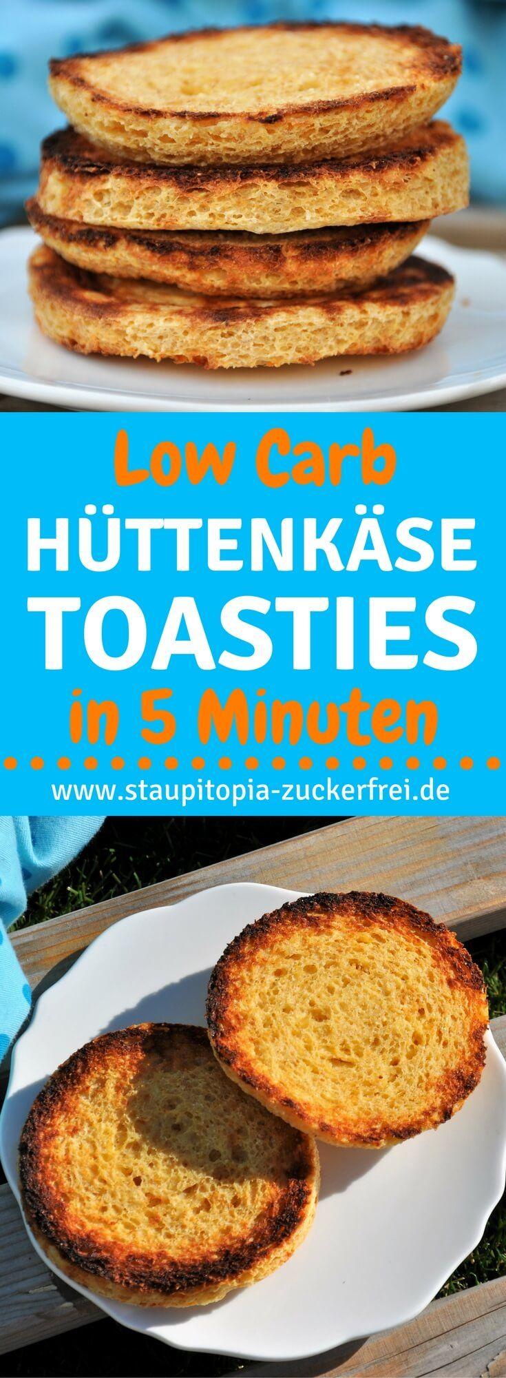 Low Carb Hüttenkäse Toasties in weniger als 5 Minuten zubereiten und in weniger als 5 Minuten backen: Diese Low Carb Hüttenkäse Toasties sind nicht nur besonders leckeres Low Carb Brot, sondern sie sind zudem auch noch super schnell zubereitet, gesund und genau das richtige für ein köstliches Low Carb Frühstück oder eine Brotzeit am Abend. Du kannst sie entweder in der Mikrowelle oder im Ofen backen und wirst garantiert auch in Zukunft viel Freude an diesem Rezept haben.