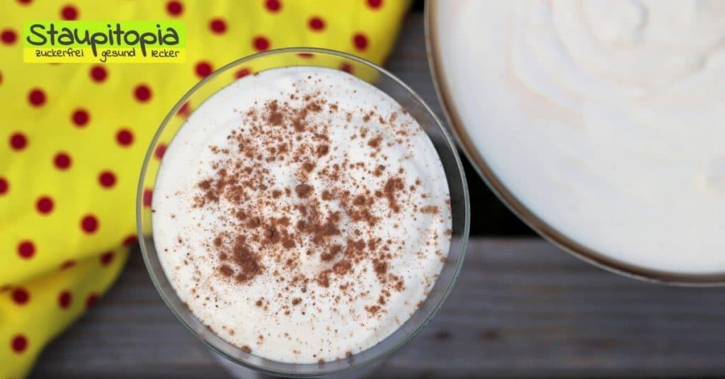 Von dieser Low Carb Vanille Dessert Creme wirst nicht nur du, sondern auch dein Besuch begeistert sein. Die Creme ist einfach herzustellen, sie lässt sich gut vorbereiten und schön und schnell anrichten. Wenn du also auch mal vielen Gästen ein wunderbares Low Carb Dessert servieren möchtest, dann solltest du diese Low Carb Vanille Dessert Creme unbedingt ausprobieren.