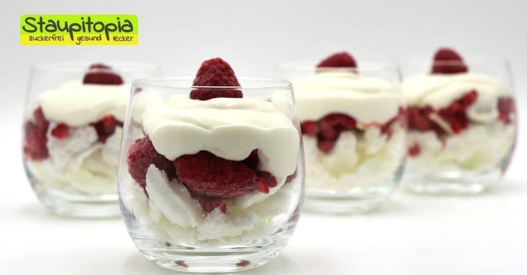 Rezept für Low Carb Dessert mit Magerquark, Himbeeren und Baiser.