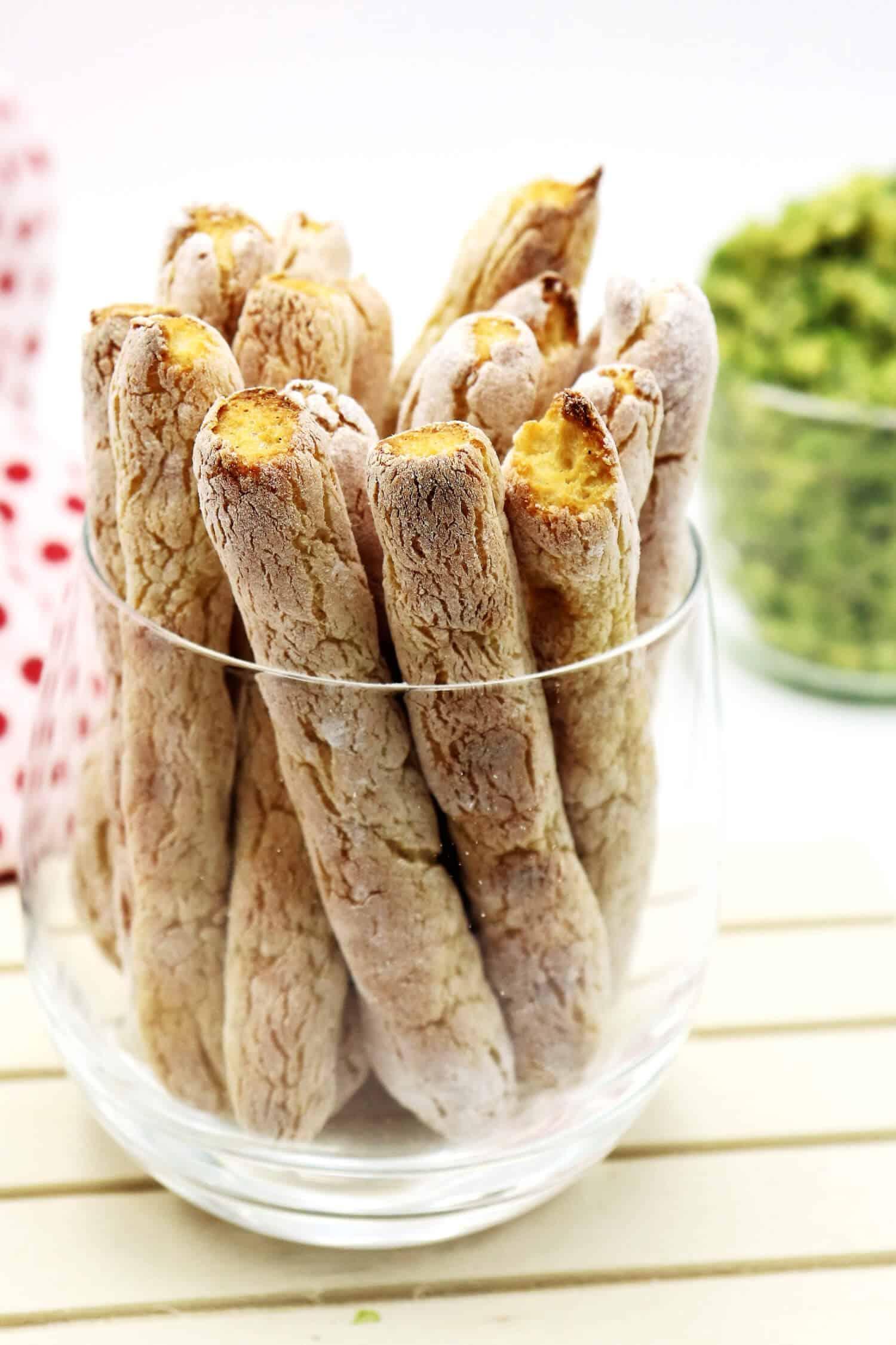 Rezept für Brotsticks ohne Kohlenhydrate perfekt für Dips.