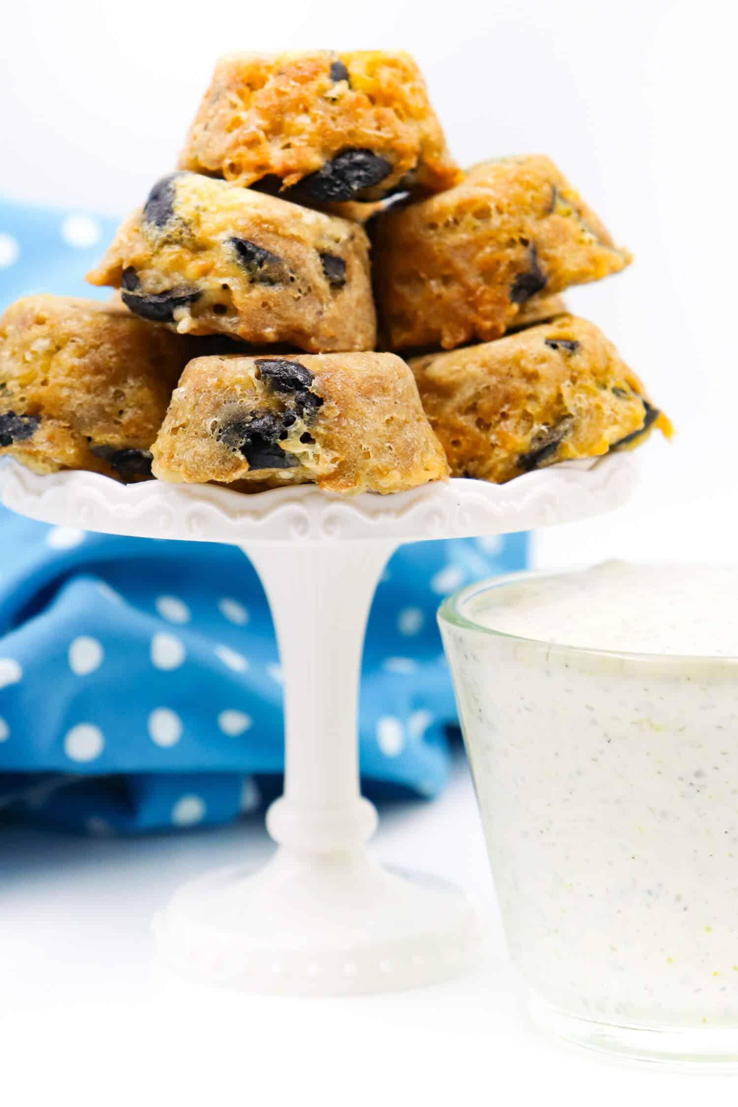 Herzhafte Low Carb Muffins mit Thunfisch und Oliven schnell und einfach backen.
