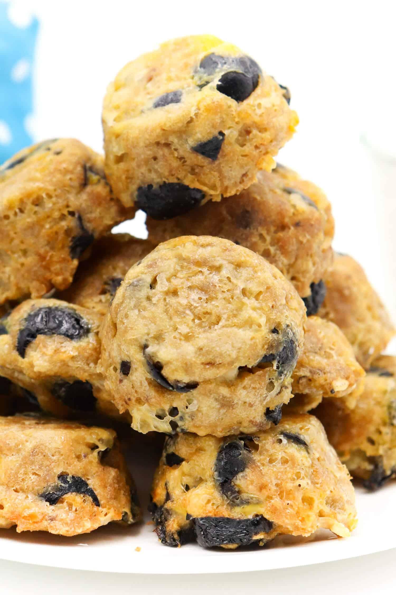 Herzhafte Low Carb Thunfisch Oliven Muffins schnell und einfach backen.