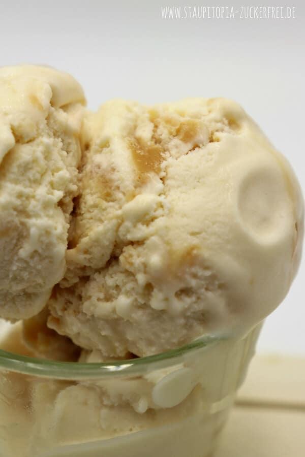 Ich liebe Eis und ich liebe Karamell - warum habe ich also noch kein Low Carb Karamell Eis selber gemacht? Keine Ahnung! Denn auf das Low Carb Karamell Eis Rezept, das ich heute mit dir teilen möchte, will ich im Sommer und auch im Winter nicht mehr verzichten.