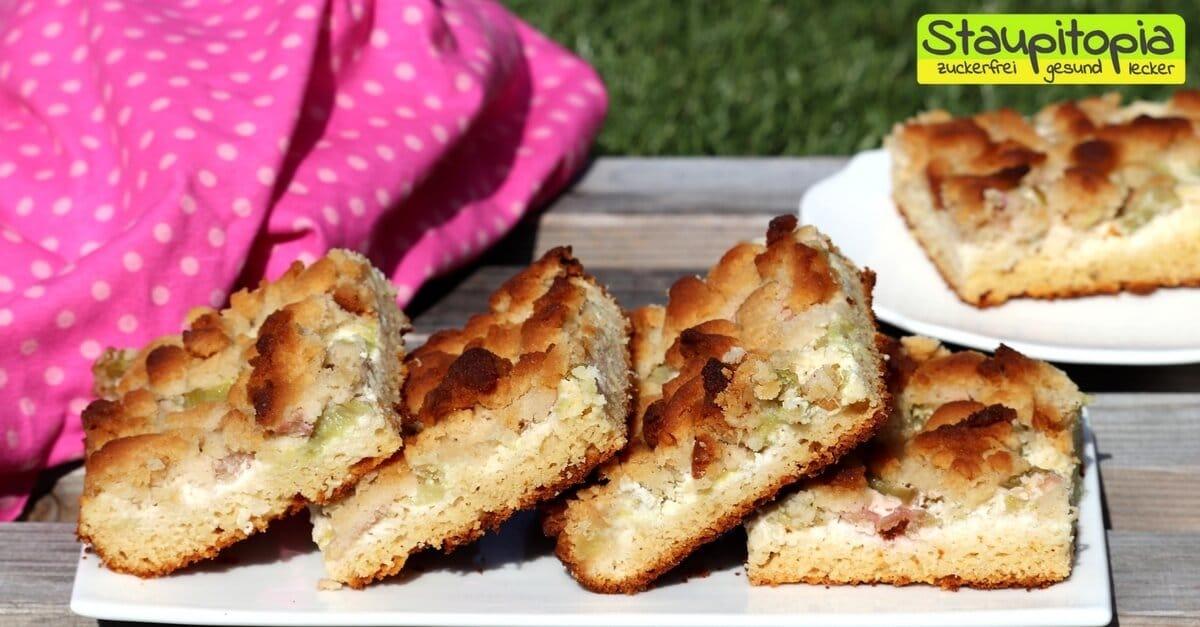 Low Carb Streuselkuchen mit Rhabarber