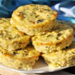 Low Carb Zucchini-Feta Muffins für ein gesundes, proteinreiches Abendessen: