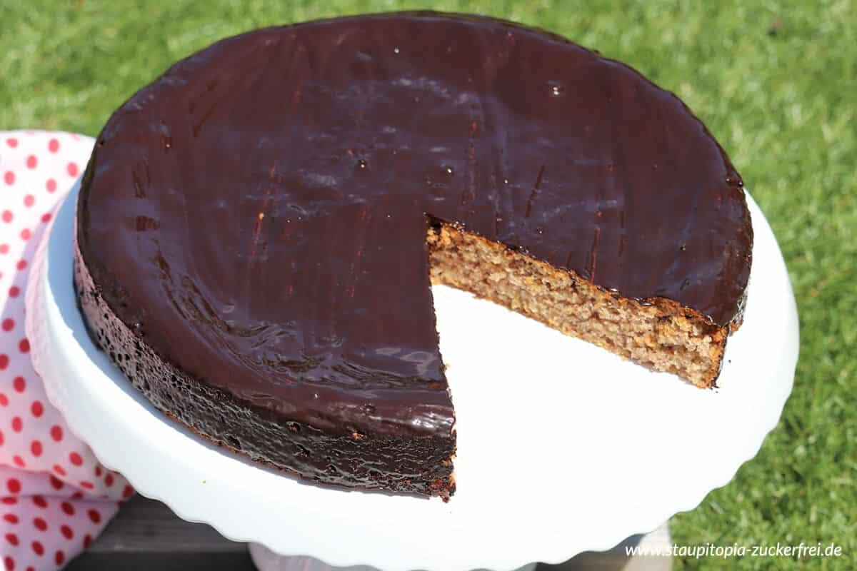 Saftiger Low Carb Kuchen ohne Zucker und Mehl.
