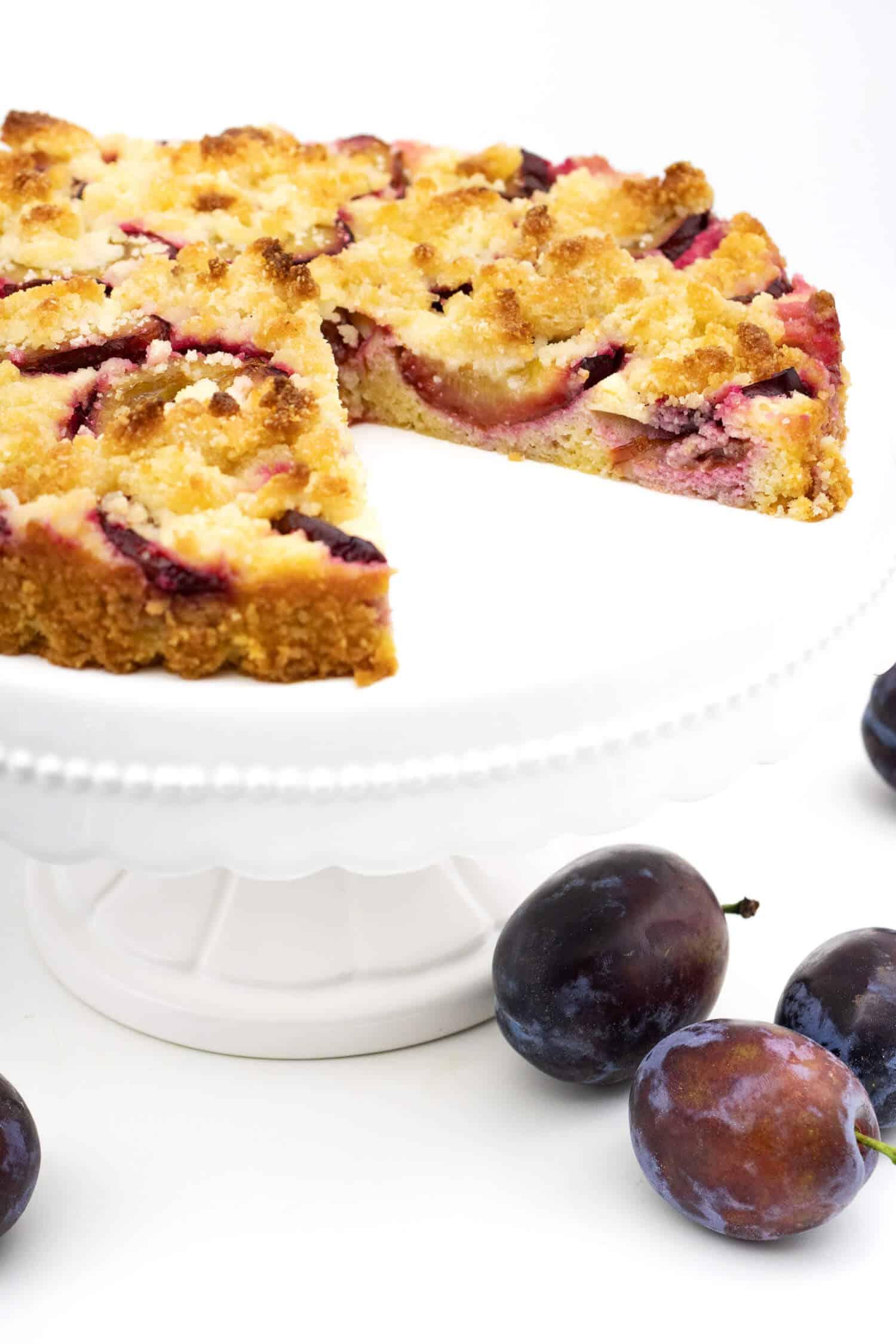 Low Carb Zwetschgenkuchen mit Streusel Rezept ohne Mehl und Zucker.