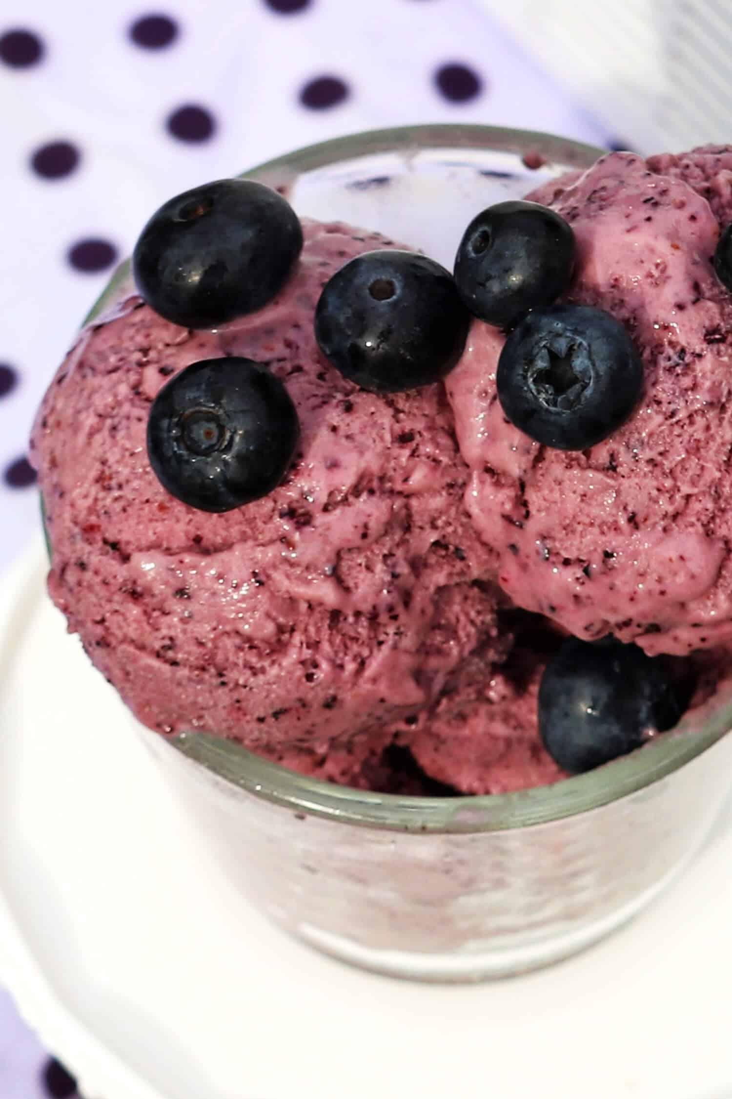 3 Zutaten Skyr Eis ohne Zucker mit der Ibywind YF700 Eismaschine