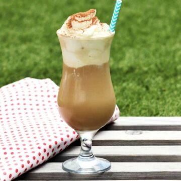 Rezept für einen Low Carb Eiskaffee ohne Zucker, der sich schnell und einfach selber machen lässt.