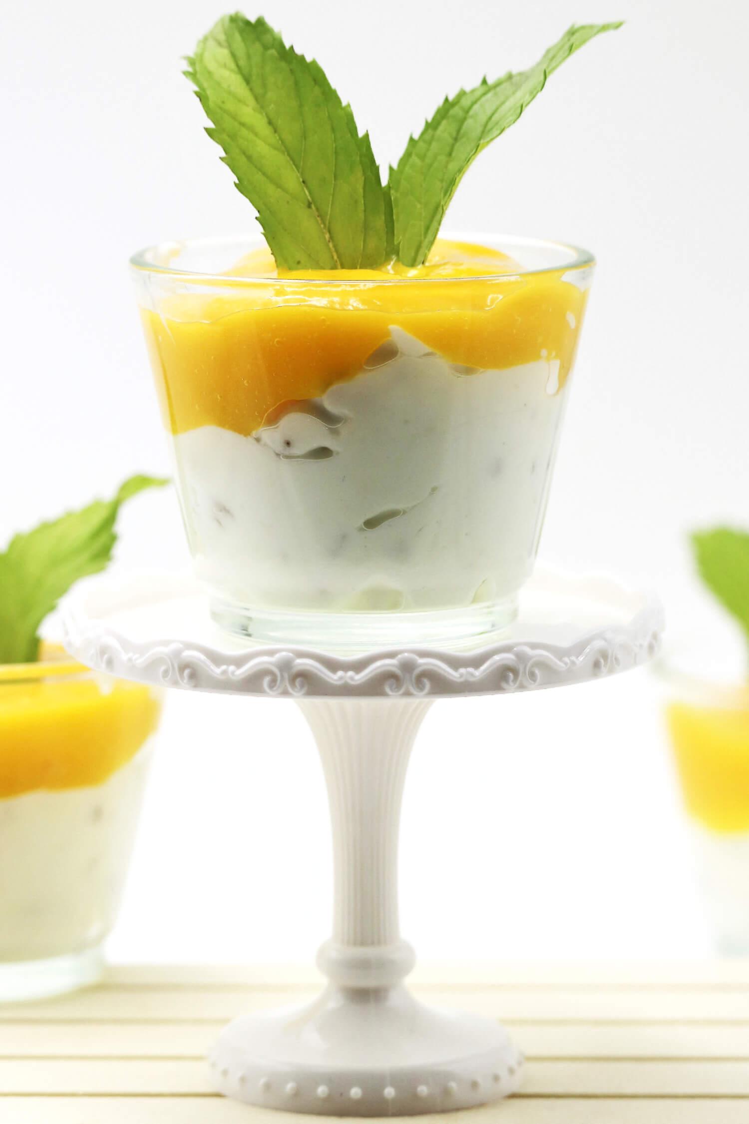 Low Carb Quark Dessert mit Mango und Walnüssen