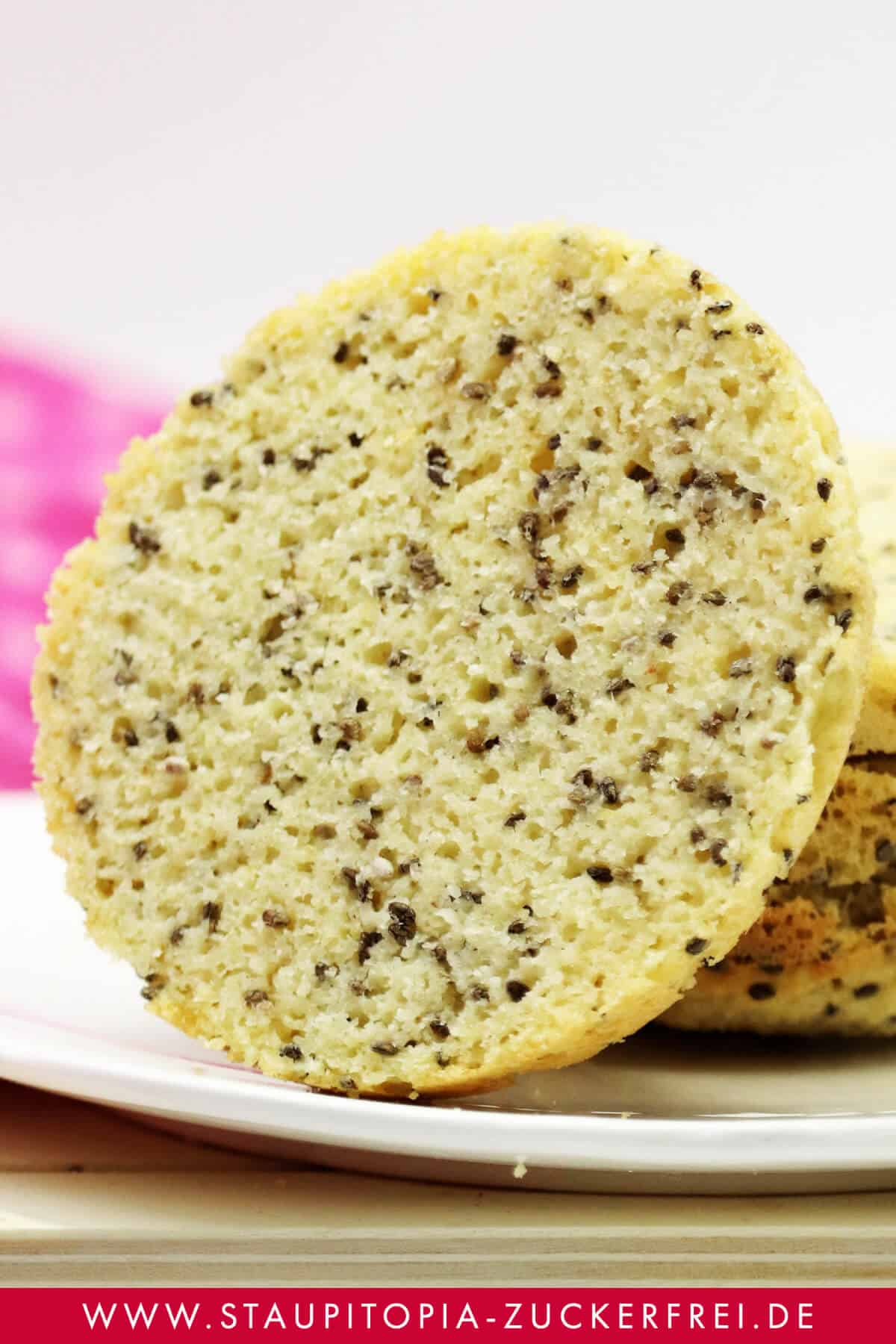 Einfaches Rezept für Low Carb Brot mit wenigen Zutaten.