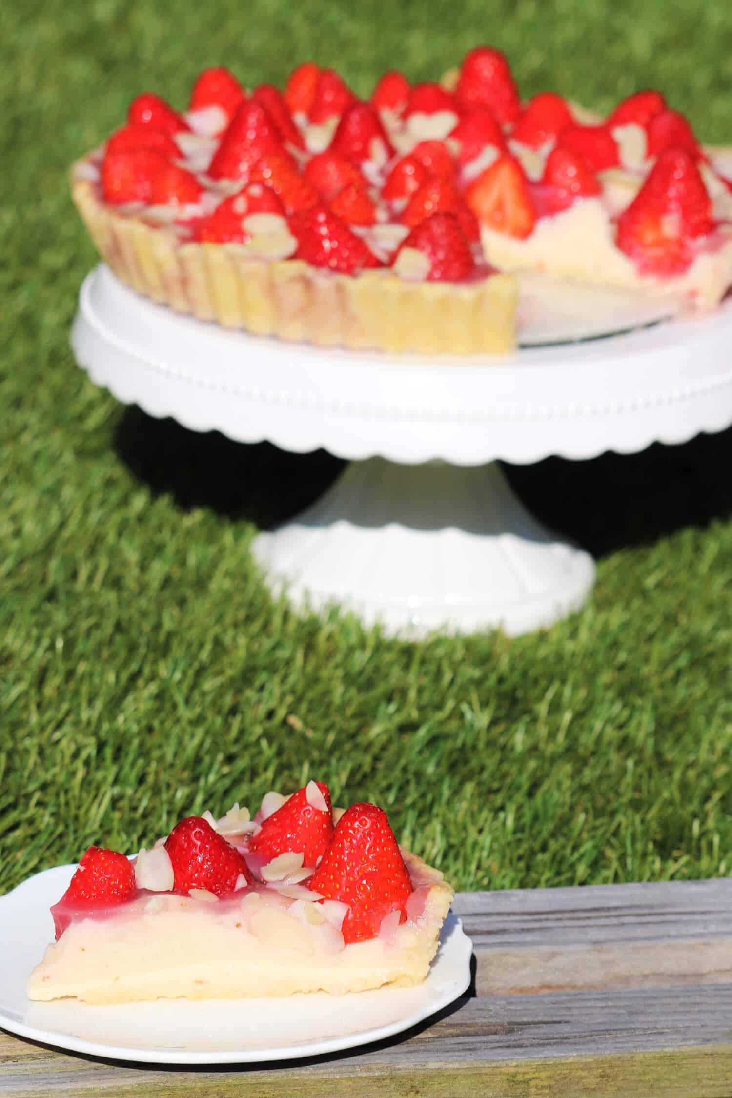 Low Carb Erdbeerkuchen mit Pudding und Mandelmehl