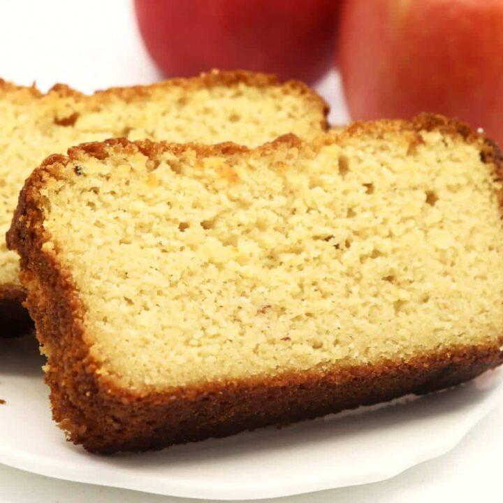 Schneller Apfelmuskuchen ohne Zucker