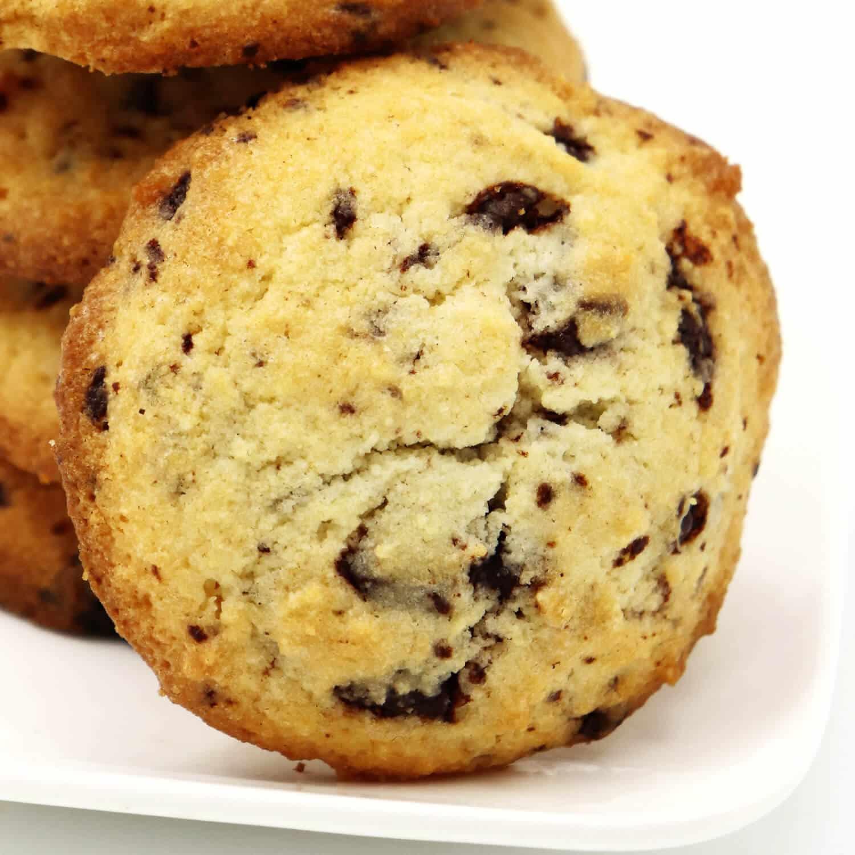 Fluffige Low Carb Kekse mit Kakaonibs
