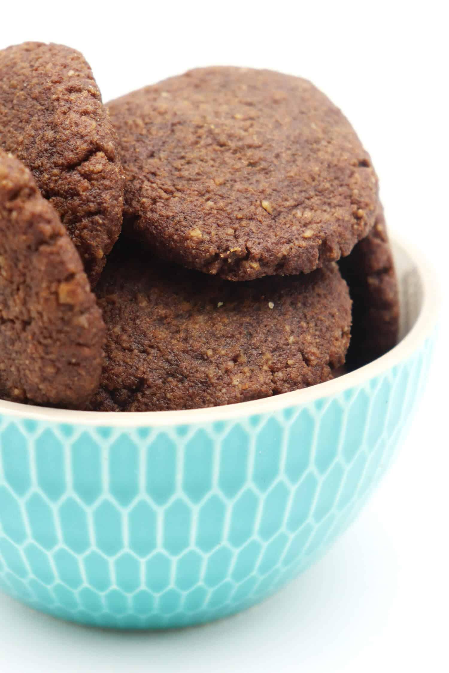 Vegane glutenfreie Schokokekse ohne Zucker und Mehl