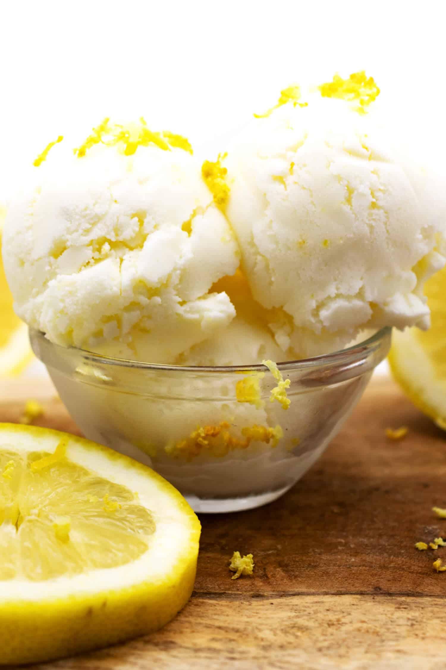 Gesundes Eis mit Buttermilch selber machen