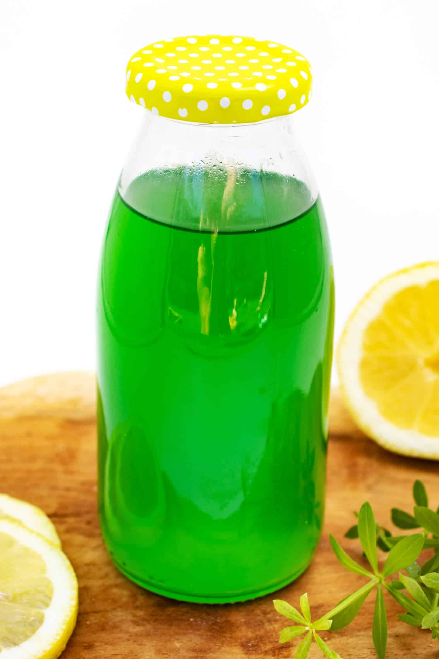 Waldmeistersirup mit Zitronensäure und Erythrit