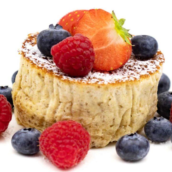 Rezept für Low Carb Pancakes mit Kokosmehl und Chiasamen.